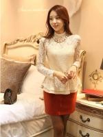 เสื้อลูกไม้ แฟชั่นเกาหลี แขนยาว เนื้อนิ่ม ยืดหยุ่นได้ดี สีขาวครีม มาพร้อมกับสร้อยเข็มกลัดที่คอเสื้อ พร้อมเข็มขัด