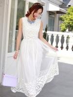 ชุดเดรสยาว แขนกุด ตัวเสื้อผ้าโปร่งสีขาว เย็บแต่งด้วยหนังบางๆ สีขาวทั้งหน้าและหลัง กระโปรงผ้าโปร่ง  มีซับใน