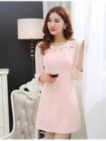ชุดเดรสสวยๆ ผ้าชีฟองชนิดหนา สีชมพูโอรส ดีไซน์สวยด้วยการปักฉลุช่วงไหล่และอก
