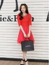 ชุดเดรสแฟชั่น สีแดง ผ้าลูกไม้อย่างดี หน้าอกเสื้อแต่งด้วยผ้าลายดอกไม้ ประดับด้วยมุก สีแดง