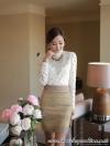 เสื้อลูกไม้ สีครีม แฟชั่นเกาหลี เนื้อนุ่มมาก ยืดหยุ่นได้ดี แขนยาว คอติด ที่คอเสื้อด้านหน้า