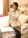 เสื้อทำงาน เสื้อแฟชั่นเกาหลี เสื้อแขนยาวผ้าลูกไม้ เนื้อนิ่มยืดหยุ่นได้ดี สีขาวครีม แต่งด้วยผ้าลูกไม้สีเหลือบทอง พร้อมเข็มขัด (พร้อมส่ง)