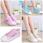 (Pre Order) รองเท้าผ้าใบ แฟชั่นเกาหลี ตกแต่งลายฉลุและโบว์ด้านข้าง สไตล์คุณหนู (สีครีม/สีชมพู/สีฟ้า)