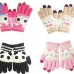 (Pre Order) ถุงมือกันหนาว แฟชั่นเกาหลี ผ้าขนสัตว์ ตกแต่งตุ๊กตาน่ารัก (สีดำ / สีกากี / สีชมพู )