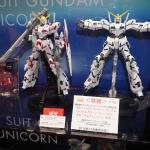 MG 1/100 Unicorn Gundam [Red & Green Frame Titanium Finish Ver.]