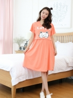 (เกาหลี)   เดรสให้นมแบบเจาะด้านหน้า พิมพ์ลายแมวแบบสดใสน่ารักสวมใส่สบายๆ เนื้อผ้านิ่ม