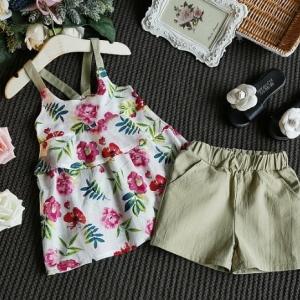 ชุดเสื้อลายดอกสายคล้องไหล่กางเกงสีเขียวราคาส่งยกแพ็ค 5 ชุด/1300 บาท