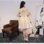 ชุดเดรสออกงาน สุดหรู ตัวเสื้อชุดเป็นผ้าไหมสีครีม thumbnail 5
