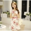 ชุดเดรสสั้น แฟชั่นเกาหลี ผ้า organza ทอลายขาวและดอกไม้สีชมพู แขนเสื้อทรงซ้อนไขว้ พร้อมเข็มขัดเหมือนแบบ thumbnail 3