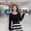 ชุดเดรสสั้น Brand Yi Feng ชุดเดรสแขนยาว ตัวเสื้อผ้าคอตตอนผสมเนื้อดี สีดำ ยืดหยุ่นได้ดี เอวจั๊ม กระโปรงลายขวางขาวดำ สวยมากๆครับ (พร้อมส่ง) thumbnail 2