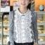 เสื้อทำงาน แฟชั่นเกาหลี ด้านหน้าเป็นผ้าลูกไม้ เสื้อเป็นผ้ามัน คอกลม ประดับพลอยที่คอ ซิปหลังครึ่งตัว เสื้อสีขาว-ดำ สวยมากๆ thumbnail 2