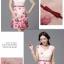 ชุดเดรสสั้น ผ้าชีฟองเนื้อทราย พื้นสีชมพู ลายดอกกุหลายสีชมพูเข้ม แขนกุด thumbnail 6
