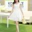 ชุดเดรสเกาหลี เดรสตัวเสื้อผ้าลูกไม้ เนื้อนิ่ม ยืดหยุ่นได้ดี สีขาว เนื้อเงาระยิบ แต่งโบว์ใหญ่ที่ไหล่ thumbnail 2