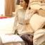 เสื้อทำงาน เสื้อแฟชั่นเกาหลี เสื้อแขนยาวผ้าลูกไม้ เนื้อนิ่มยืดหยุ่นได้ดี สีขาวครีม แต่งด้วยผ้าลูกไม้สีเหลือบทอง พร้อมเข็มขัด (พร้อมส่ง) thumbnail 1