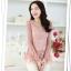 แฟชั่นเกาหลี เสื้อตัวยาว ผ้าลูกไม้ สีชมพู ชายเสื้อ ฉลุลายดอกไม้ แขนยาว thumbnail 3
